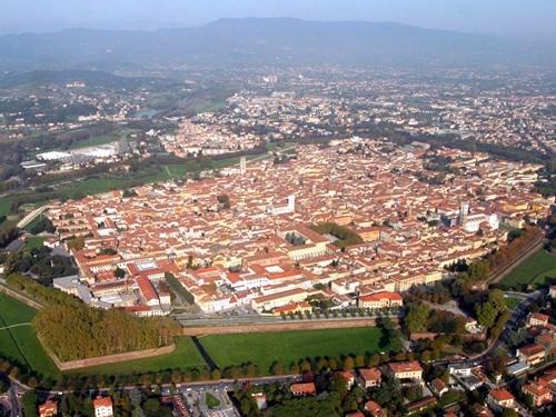 Lucca Turismo mare spiagge monumenti
